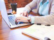 Membersihkan Layar Laptop Touchscreen
